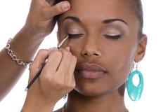 Aplicación de eye-liner. Fotografía de archivo libre de regalías