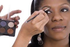 Aplicación de maquillaje. Imagen de archivo