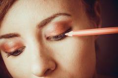 Aplicación de maquillaje elegante imagen de archivo libre de regalías