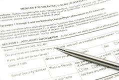 Aplicación de Medicaid y pluma de la plata imágenes de archivo libres de regalías