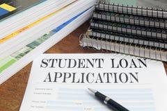 Aplicación de préstamo en blanco del estudiante en la mesa Fotos de archivo libres de regalías
