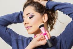 Aplicación del maquillaje Fotografía de archivo