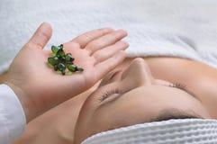 Aplicación del tratamiento de la piel Foto de archivo libre de regalías