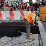 Aplicación del asfalto Imagen de archivo libre de regalías