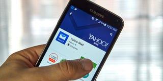 Aplicaciones móviles de Yahoo Mail imagen de archivo