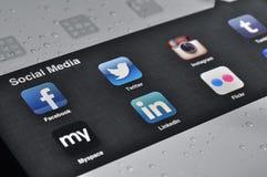 Aplicaciones sociales de los media en Ipad Foto de archivo