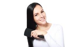 Aplicar su pelo con brocha foto de archivo libre de regalías