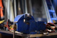 aplikatoru armatniego metalu nit nituje warsztat Obrazy Stock
