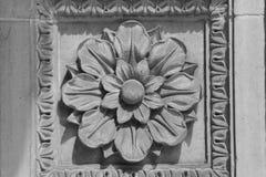 Aplique arquitectónico en el lado del edificio en Indianapolis imagen de archivo libre de regalías