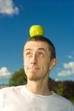 Aplle auf Kopf Stockfoto