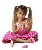 aplying的逗人喜爱的女性指甲油年轻人 库存图片