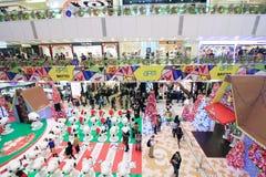 APM圣诞节爱窥探者装饰在香港 免版税图库摄影