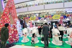 APM爱窥探者圣诞节装饰在香港 图库摄影