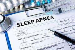 apnea de sueño usando CPAP, APNEA de SUEÑO de la máquina, sueño de la diagnosis foto de archivo