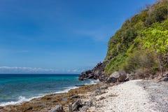 Apo wyspy wybrzeże z zielenią Obrazy Stock