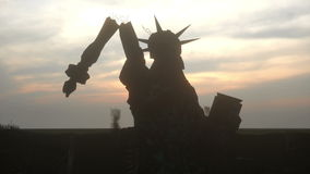 Apocalipsis de los E.E.U.U., América Vista aérea del New York City destruido, estatua de la libertad Concepto de la apocalipsis e ilustración del vector