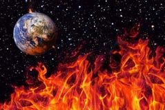 Apocalyps, de aarde door exploderende zon wordt vernietigd die Eind van de Tijd Science fictionart. Elementen van dit beeld royalty-vrije stock foto's