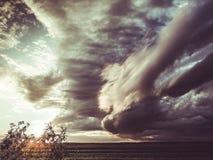 Apocalyptische onweerswolken stock afbeelding