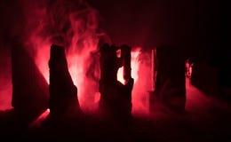 Apocalyptische ruïnes van de stad Rampeneffect De scène van de nacht Stad door oorlog wordt vernietigd die Stock Foto's