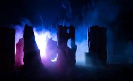 Apocalyptische ruïnes van de stad Rampeneffect De scène van de nacht Stad door oorlog wordt vernietigd die Stock Afbeelding