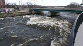 Apogeo en el río de Saco en Maine metrajes