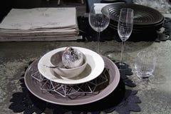 Apointments festivos cinzentos e brancos da tabela com decorações Imagem de Stock Royalty Free