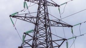 Apoio de alta tensão das linhas elétricas Geradores dos centrais elétricas e fios, indústria energética Produção e transporte filme