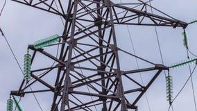 Apoio de alta tensão das linhas elétricas Transporte da eletricidade pelo fio Indústria energética Energia renovável vídeos de arquivo