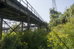 Apoio e feixes da ponte fotografia de stock