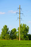 Apoios para linhas de transmissão de energia aéreas fotos de stock royalty free