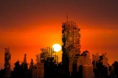 Apokalypsstaden fördärvar solnedgångbakgrund arkivfoto