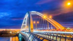 Apollo bro i Bratislava, Slovakien med trevlig solnedgång Royaltyfria Bilder