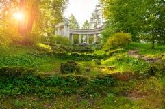 Apollo Colonnade al territorio del parco di Pavlovsk in Pavlovsk, St Petersburg, Russia fotografia stock libera da diritti