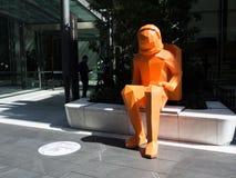 Apollo 11 para o festival de Sydney comissão o amigo criar a escultura gigante dos astronautas em Barangaroo imagem de stock
