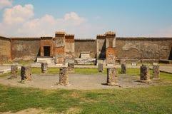 2 apollo s tempel Fördärvar av Pompeii, Italien Arkivbilder
