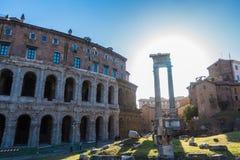 Apolo ` s寺庙和马尔塞洛` s剧院-令人惊讶的罗马,意大利 库存照片
