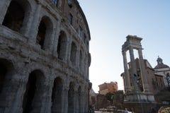 Apolo ` s寺庙和马尔塞洛` s剧院-令人惊讶的罗马,意大利 免版税库存图片