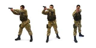 Apontando o fundo do branco do soldado Imagem de Stock Royalty Free