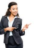 Apontar afro-americano atrativo da mulher de negócios isolado em w imagens de stock