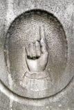apontar da mão do detalhe da lápide do 19o século Fotografia de Stock