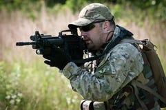 Apontar do soldado das forças especiais Foto de Stock