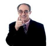 Apontar executivo mais velho em você Foto de Stock Royalty Free