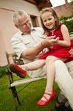 Aposentadoria feliz - grandparent com neto foto de stock royalty free