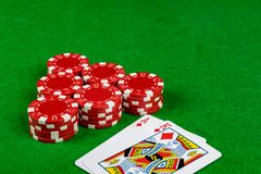 Apostando microplaquetas e mão do vinte-e-um Imagem de Stock Royalty Free