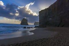 12 Apostel entlang der großen Ozean-Straße bei Sonnenuntergang Stockbild