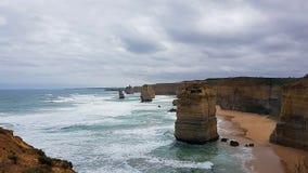 12 Apostels na grande estrada do oceano em Austrália - Roadtrip Fotos de Stock Royalty Free