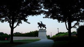 Apoteos av den St Louis statyn av konungen Louis IX av Frankrike i Forest Park, St Louis, Missouri lager videofilmer
