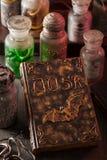 Apothecary ведьмы раздражает украшение хеллоуина волшебных зелиь Стоковые Фотографии RF