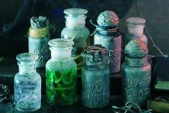Apothecary ведьмы раздражает украшение хеллоуина волшебных зелиь Стоковое Изображение RF