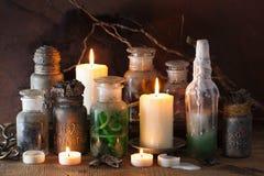 Apothecary ведьмы раздражает украшение хеллоуина волшебных зелиь Стоковые Фото